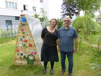 Bétina, membre de l'Association des AJOnc en compagnie d'un habitant très investi dans le projet