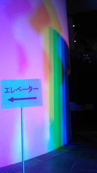 20灯の可動式LED照明による色彩影と光の演出