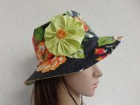 Chapeau de pluie noir à fleurs