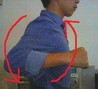 首が逆に曲がっている奈良県大和高田市の男性