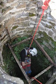 Prieuré de Charrière Chateauneuf-de-Galaure exploration du puits par OCRA