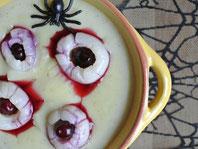 Gruselige Augen in Eiter mit Blut: Halloween