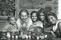 Pilzsammlerinnen 1931 beim Wirt z' Kopfingerdorf