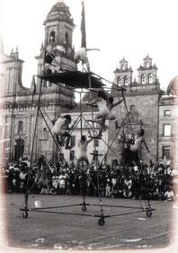 Fotografía: Archivo del Grupo. Obra: Ventitas y Ventarrones. Bogotá. 1997