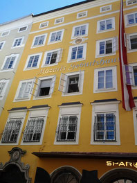city walking tour in Salzburg with Mozart's Birthplace