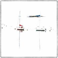2 voilier au mouillage devant un ilot