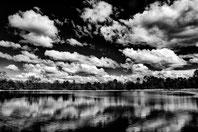 reflet nuageux sur le lac d'Hostens