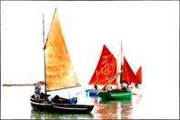 rassemblement de vieux greement au bord du rivage