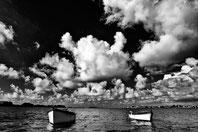 2 barques amarées