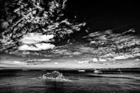 A Carentec dans la baie de Morlaix, au fond le chateau du taureau