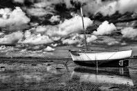 bateau bois en attente d el amarée