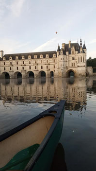 canoeing-chateau-Chenonceau-Loire-Valley-off-the-beaten-path-activity