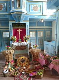 Der Altar mit den Erntedankgaben