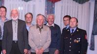 Ehrungen für verdiente Mitglieder bei der Feuerwehr Buchdorf: (von links) Theo Laxgang und Karl Schiele (je 50 Jahre), Siegfried Reiner (60 Jahre), 2. Bürgermeister Manfred Burkard, Kreisbrandmeister Martin Auernhammer und Vorsitzender Walter Grob. (ffb)