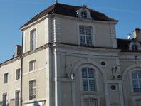 La tour de la place du fer à cheval à Commercy qui abrite le gîte