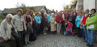 40 Frauen gingen auf Bibelwanderung mit Dekan Richard Meier und Stadtpfarrer Wolfgang Häupl.