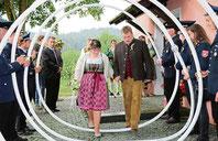Anna und Christian Ruhland wurden von einem langen Ehrenspalier empfangen.Foto: Meinke