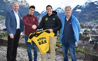 Die sportliche Leitung des FC Altdorf mit dem neuen Trainer. (Foto: FCA)