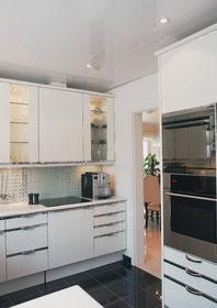Bild Küche mit weißer Lackspandecken nachher