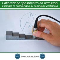 Esempio di calibrazione spessimetro ad ultrasuoni su master di calibrazione a sei gradini in acciaio