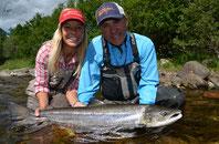 Matt and Babs mit atlantic Salmon, Fliegenfischen auf Lachs in Norwegen