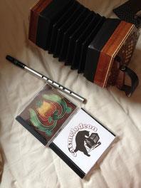 日本から持って行ったコンサーティーナとティン・ホイッスル、そしてロディーからいただいたCD。