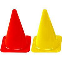 Cône classique ou simple de sport rouge ou jaune à partir de 23 cm de hauteur. Cône simple pour délimitation sport à acheter pas cher.