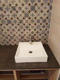 Mitigeur de lavabo dans une salle de bains réalisée par La Plomberie Française à rennes et sa périphérie (Le Rheu, Mordelles, Bruz)