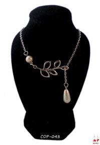 Collier argenté branche et perle nacrée