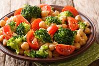 Brokkoli-Tomatensalat