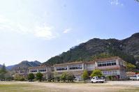 市山公民館(旧市山小学校)