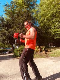 Fitness Training draußen im Park