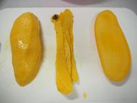 マハチャノックマンゴー 三枚に切った写真