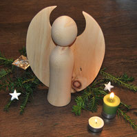 Engel aus Zirbenholz