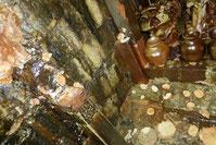 側面に立つ支柱も長年の窯焚きで自然釉がつき深みのある美しい色に。