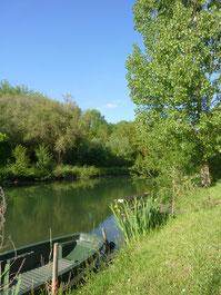 Ponton de pêche et barque ma petite maison