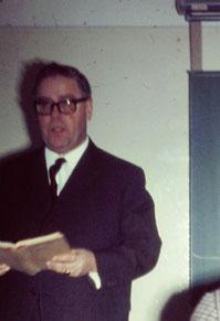 1968 - Prof. Krapka schult seine Latriner ... und war stets froh, wenn die Schüler fleißig sind.