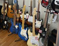 ギターをはじめとして、楽器も取り扱っています!