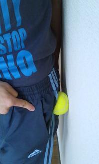 お尻のテニスボールマッサージ