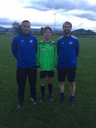 Foto von links: Trainer Matthias Trummer, Luca Ketterer, Co-Trainer Simon Rothmund