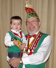 Präsident Rolf Mutschall mit seinem Enkel William