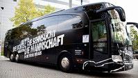 Mannschaftsbus des FC St. Pauli