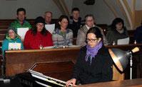 Stephanie Mauerer begleitete die Taizégesänge auf dem Klavier.