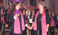 """Stephanie Mauerer und Chorleiterin Lissa Laubmeier hatten die Gesamtleitung inne und das Stück """"Auf dem Weg der Heiligen und Engel"""" gemeinsam geschrieben."""