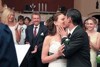 Der Kuss nach dem Ja-Wort. Ein besonderer Moment jeder Hochzeit
