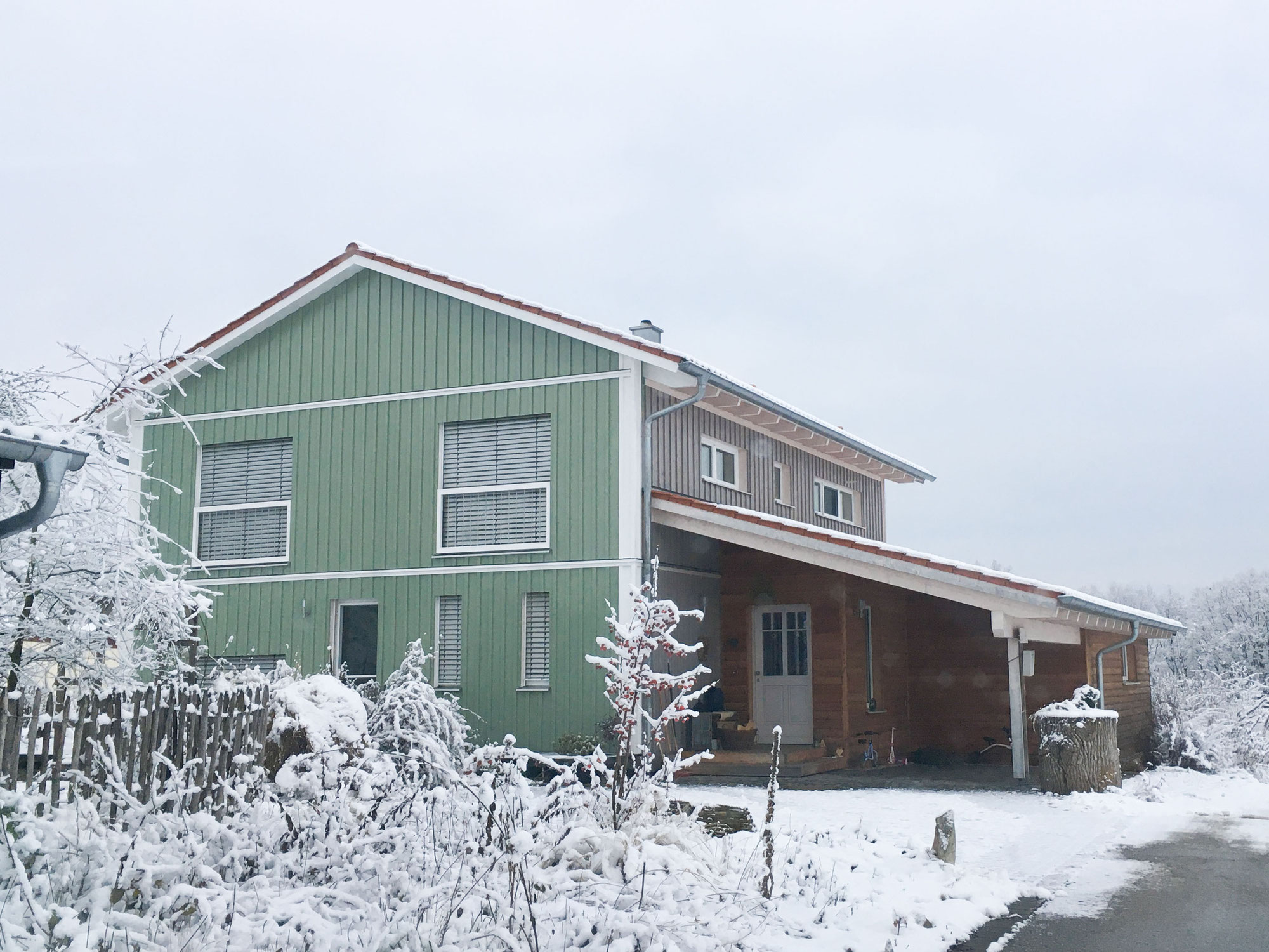 Kundenprojekt Holzhausfassade mit Leinölfarbe