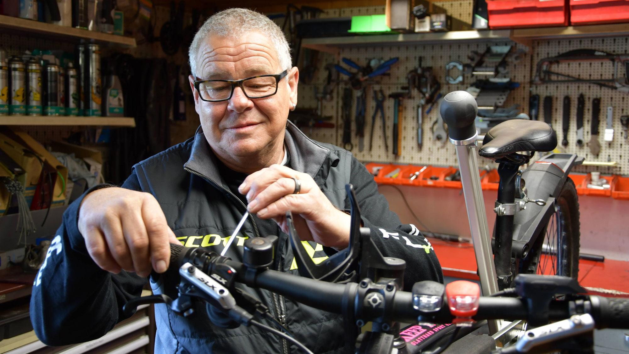 «Lust statt Frust mit einem E-Bike vom 2 Rad-Center»