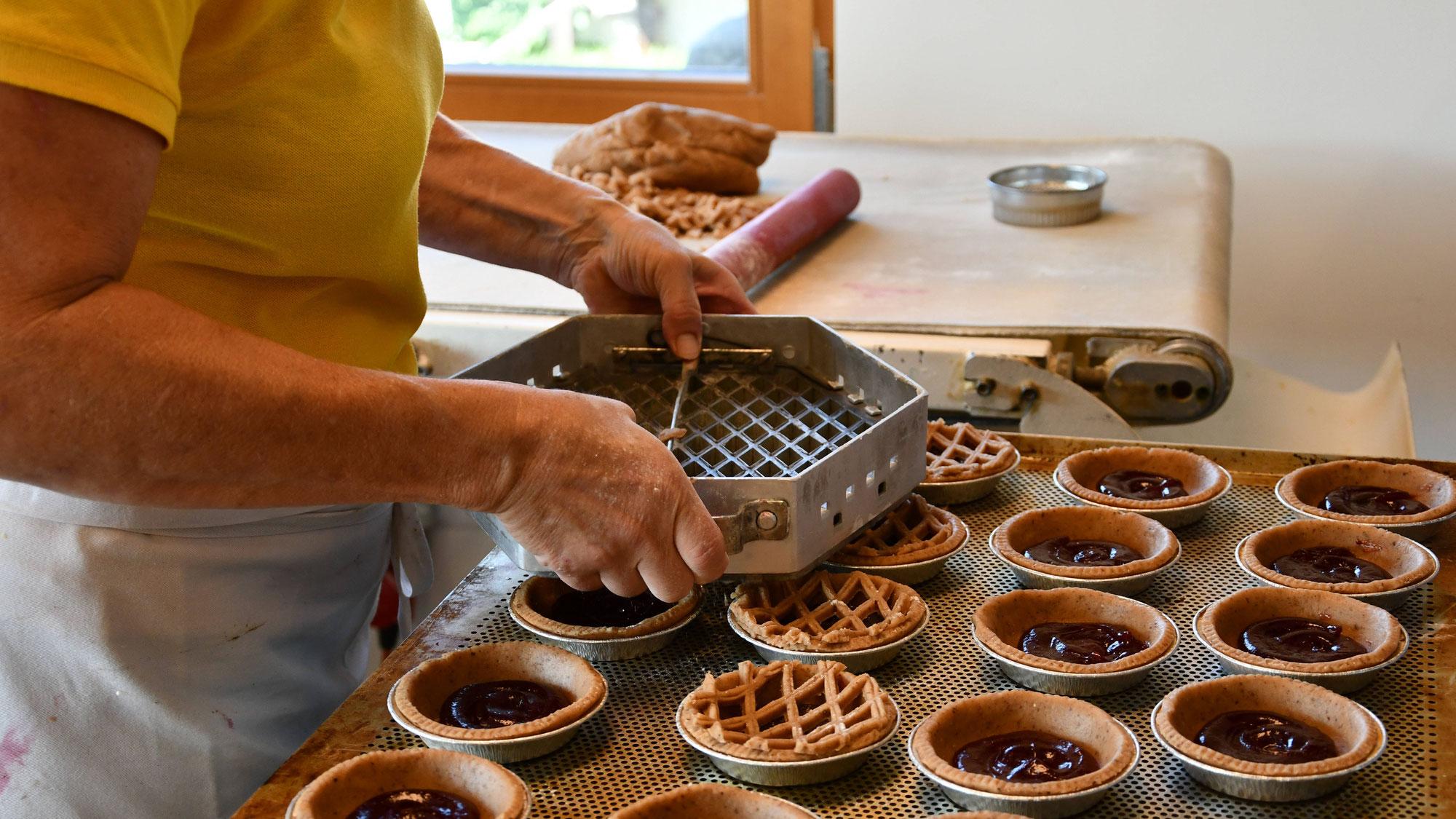 «Frisches, fein duftendes Brot, leckere Patisserie und viele regionale Produkte für ein feines Zmorge im Knuspereggen in Schwanden»