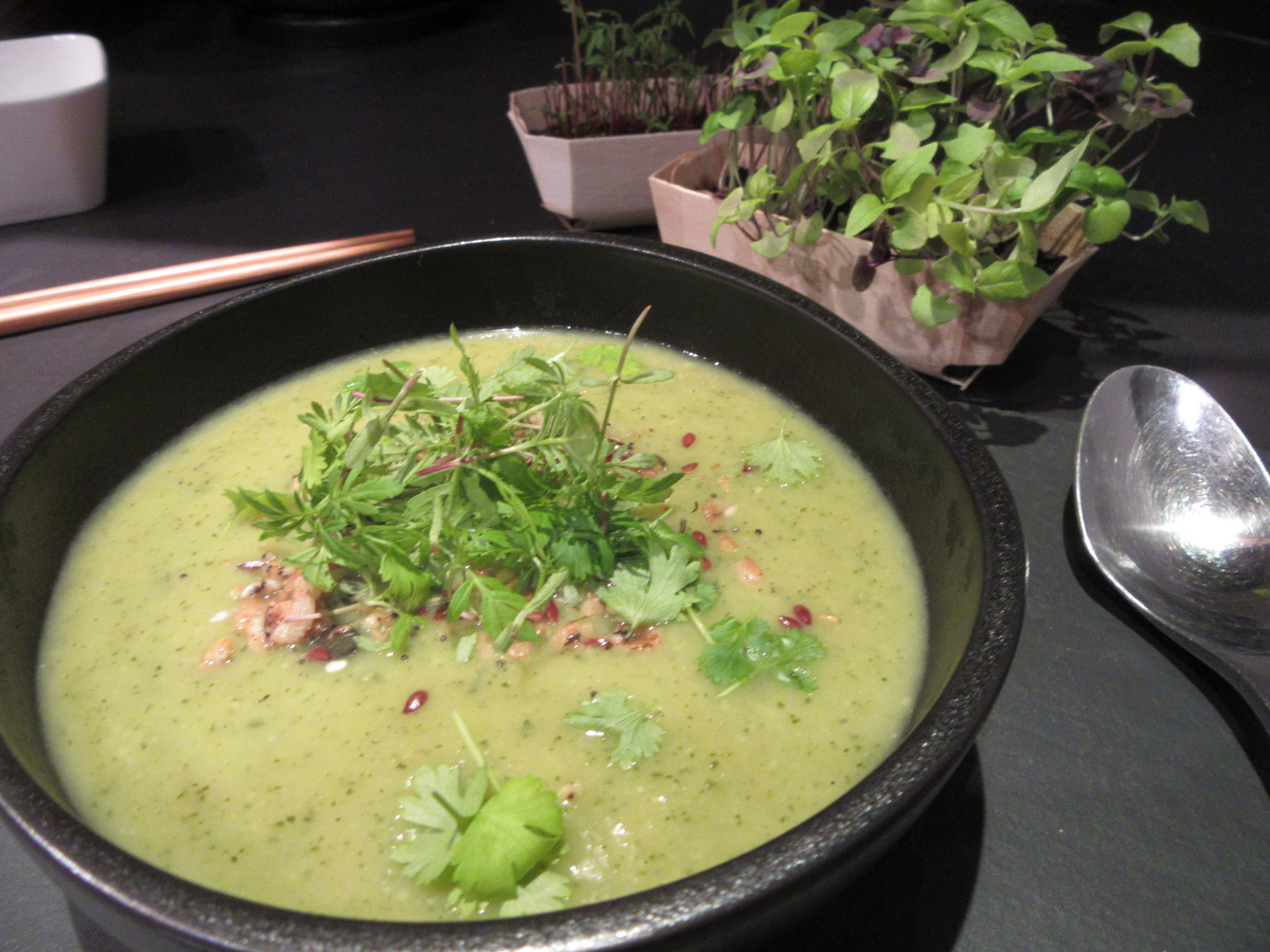 Crémeux de courgettes au curry et bouquet de micro-pousses de La Ferme Positive