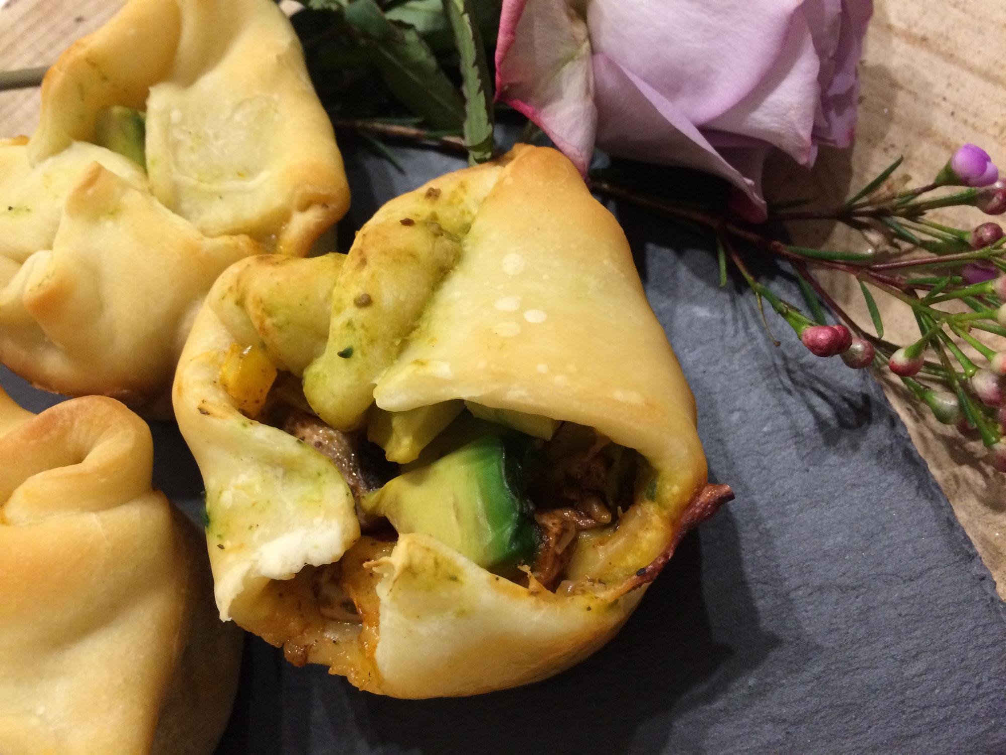 Pizzaecken und Pizzamuffin mit Avocado